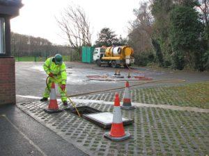 unblocking drain tanker jetting